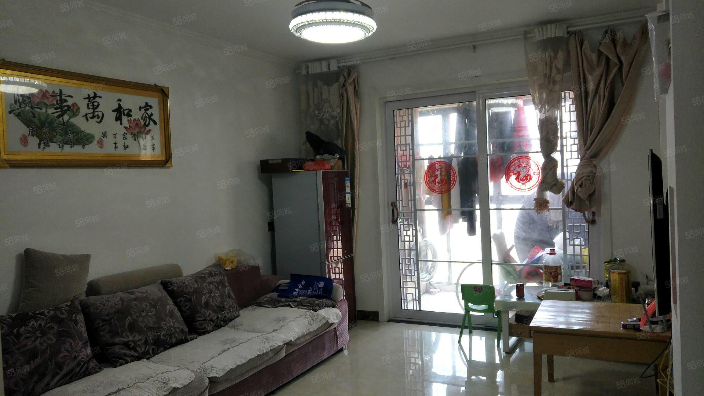 出售翡翠湾中装,温馨两室,户型方正。