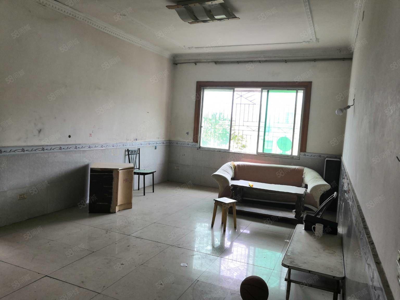 阳明幼儿园旁边,使用面积达到120平方,手续齐全,可以按揭,