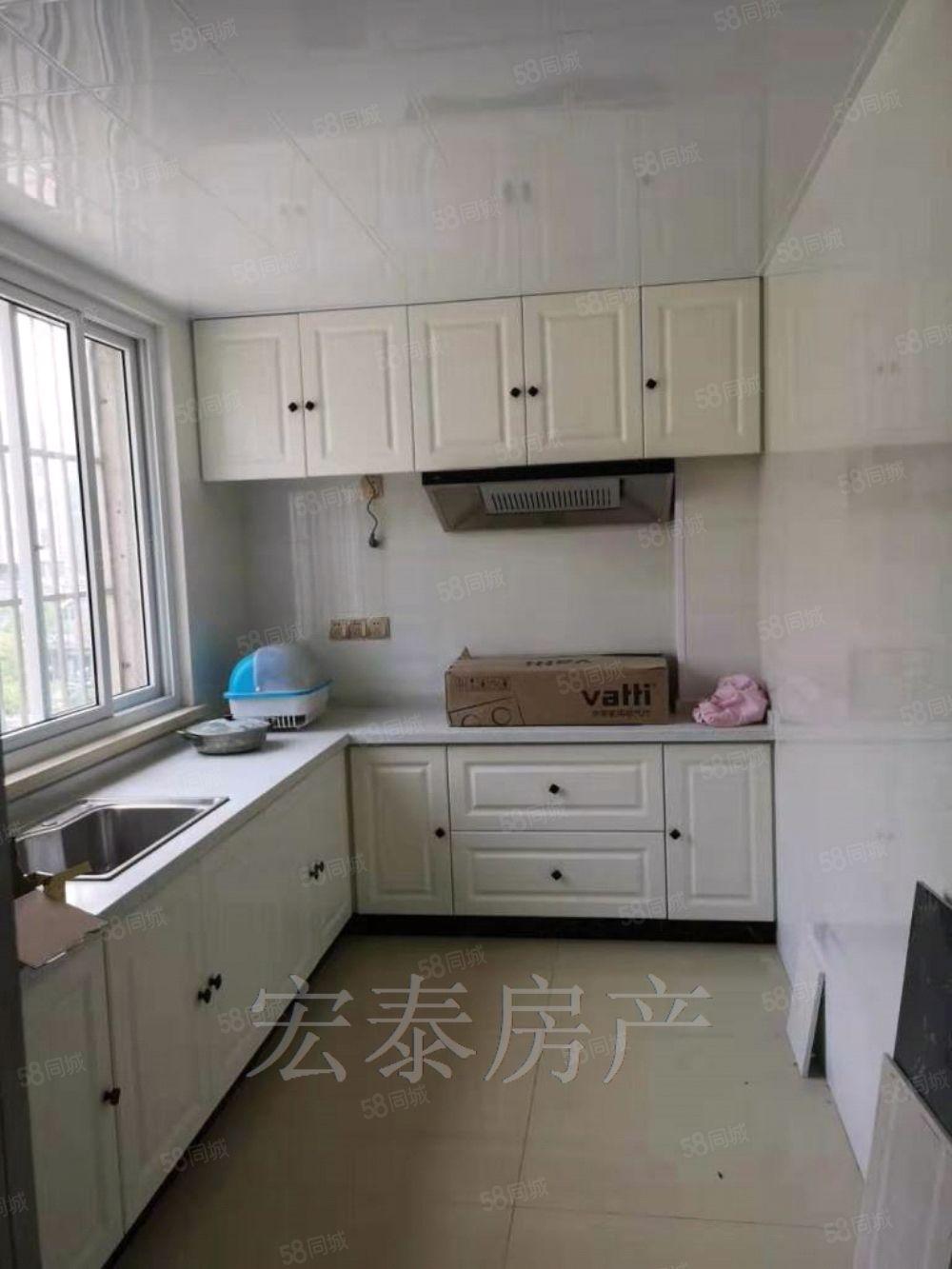 出售老實小沛初中鼓樓小區中裝4樓3室78平,51萬