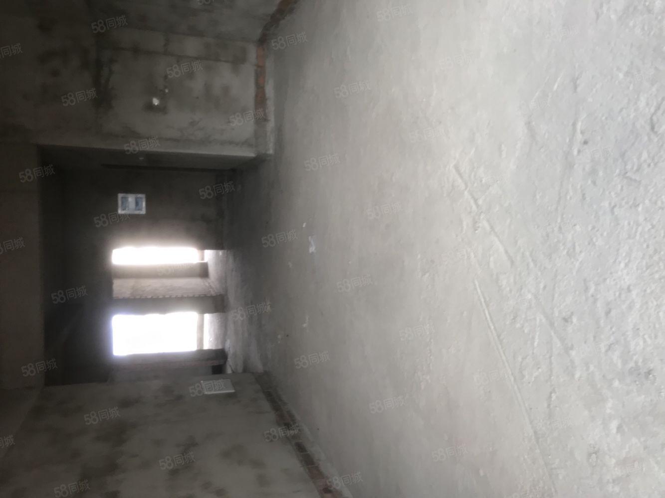 清華苑三房兩廳三陽臺面積129平方,