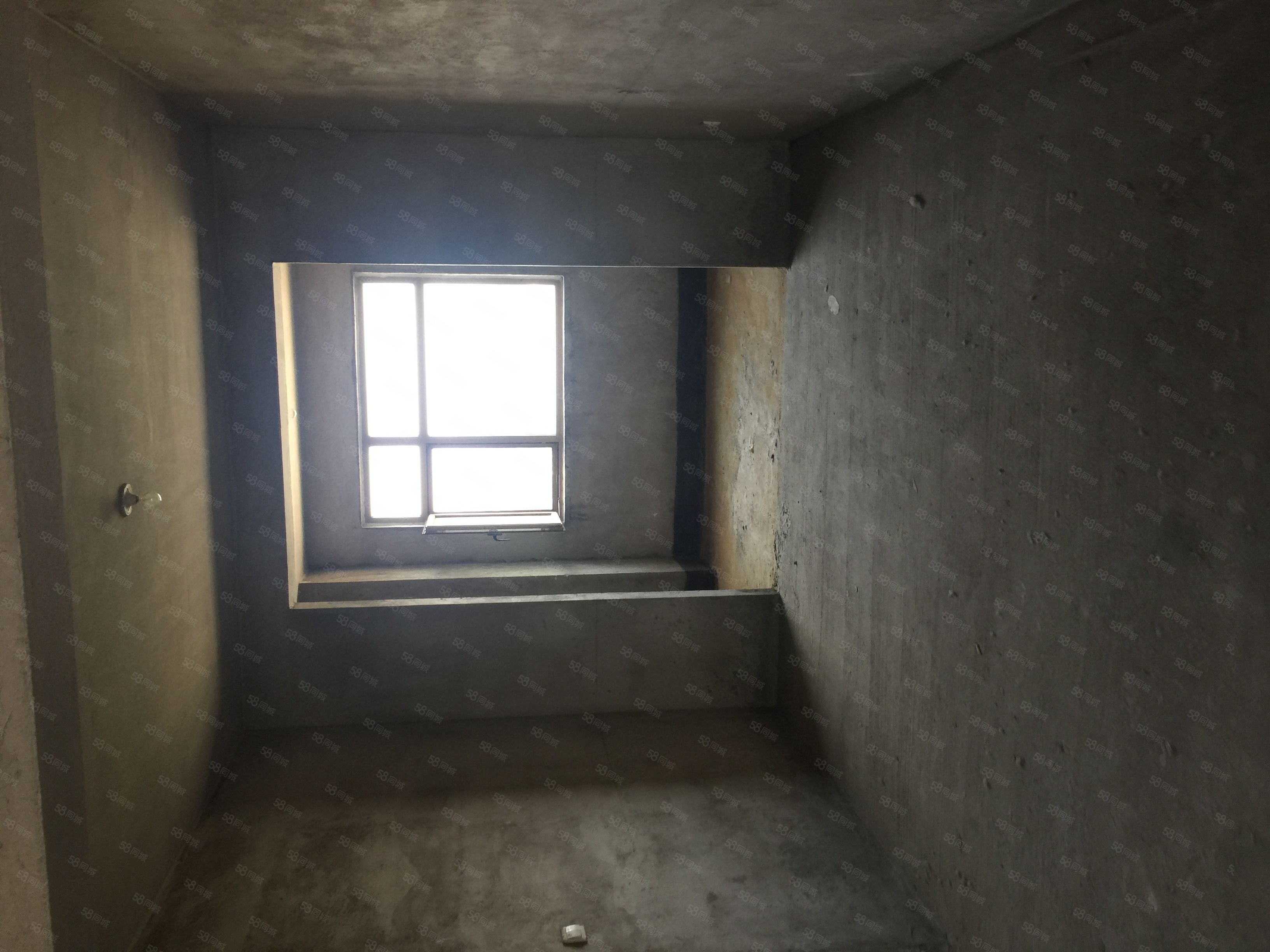 龙达阳光水岸,电梯十三楼三室,首付38万,有证可按揭随时过户