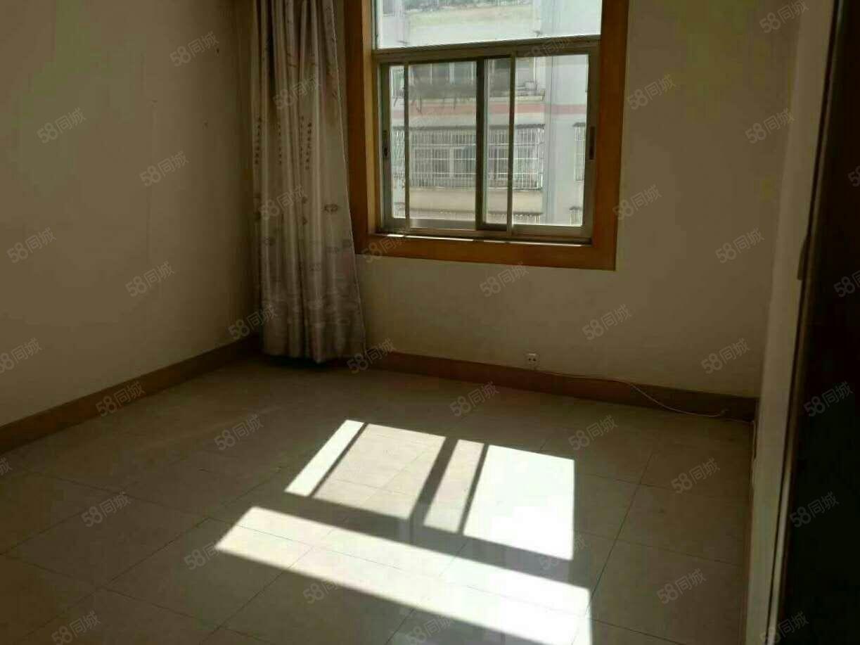 居家小区,葫田一期楼层4楼,4楼,4楼!87万,有钥匙