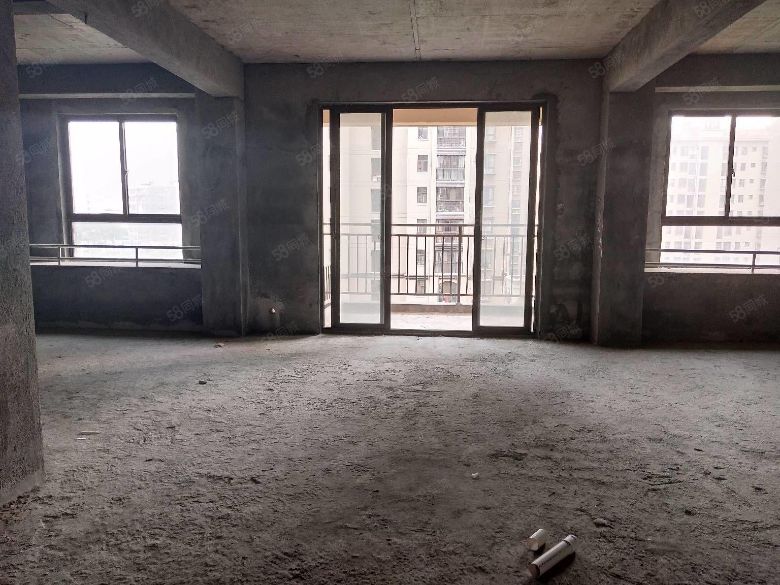 红都国际城花园式小区毛坯三房电梯中层超低价出售68万