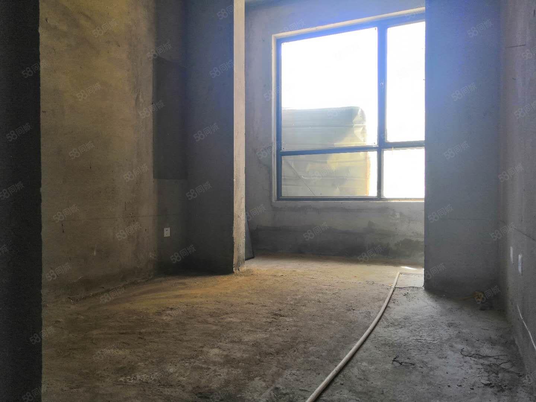 京科龙湾三室二厅毛坯房带小院
