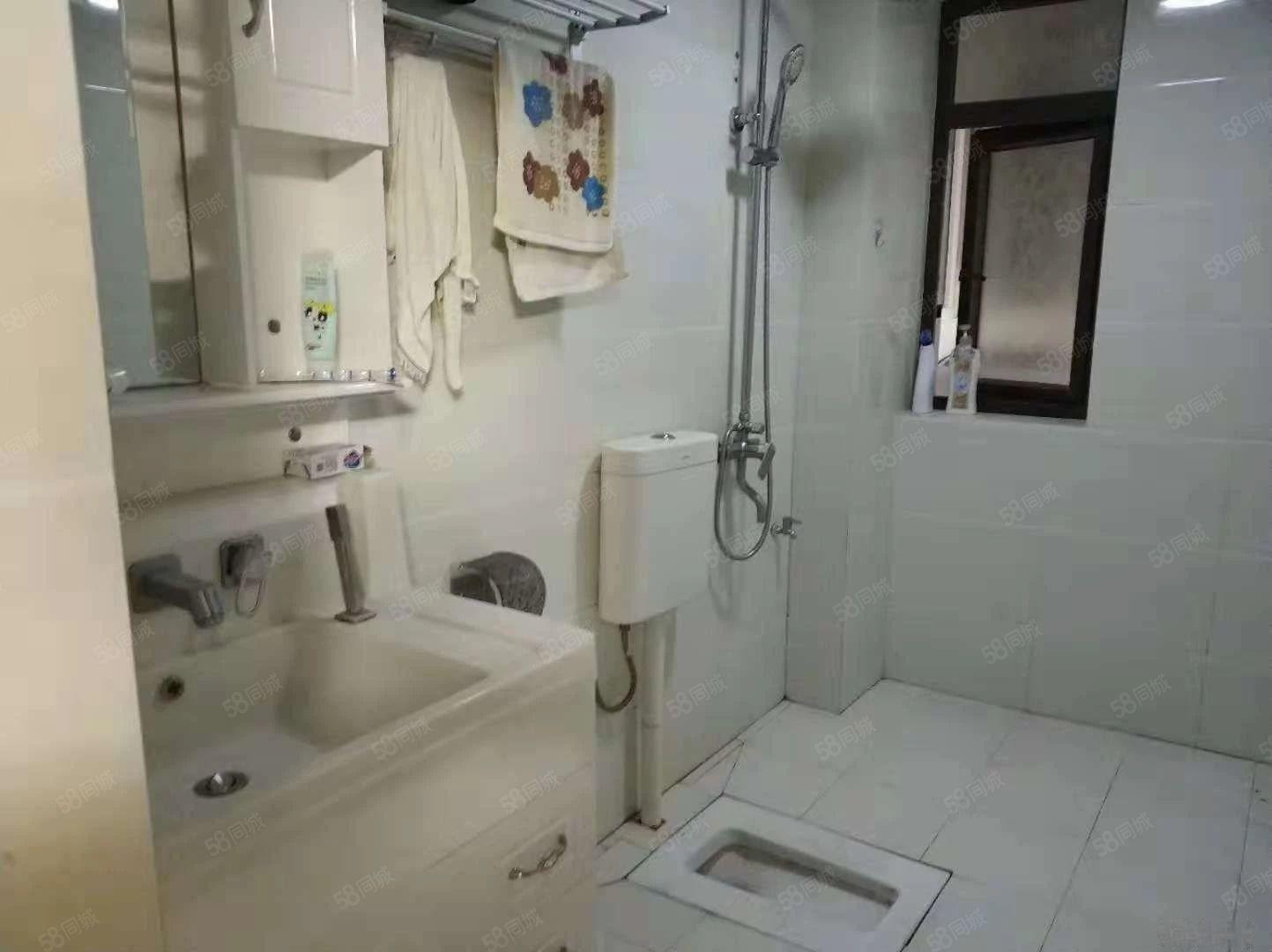 高档小区1室1厅租金1300一个月