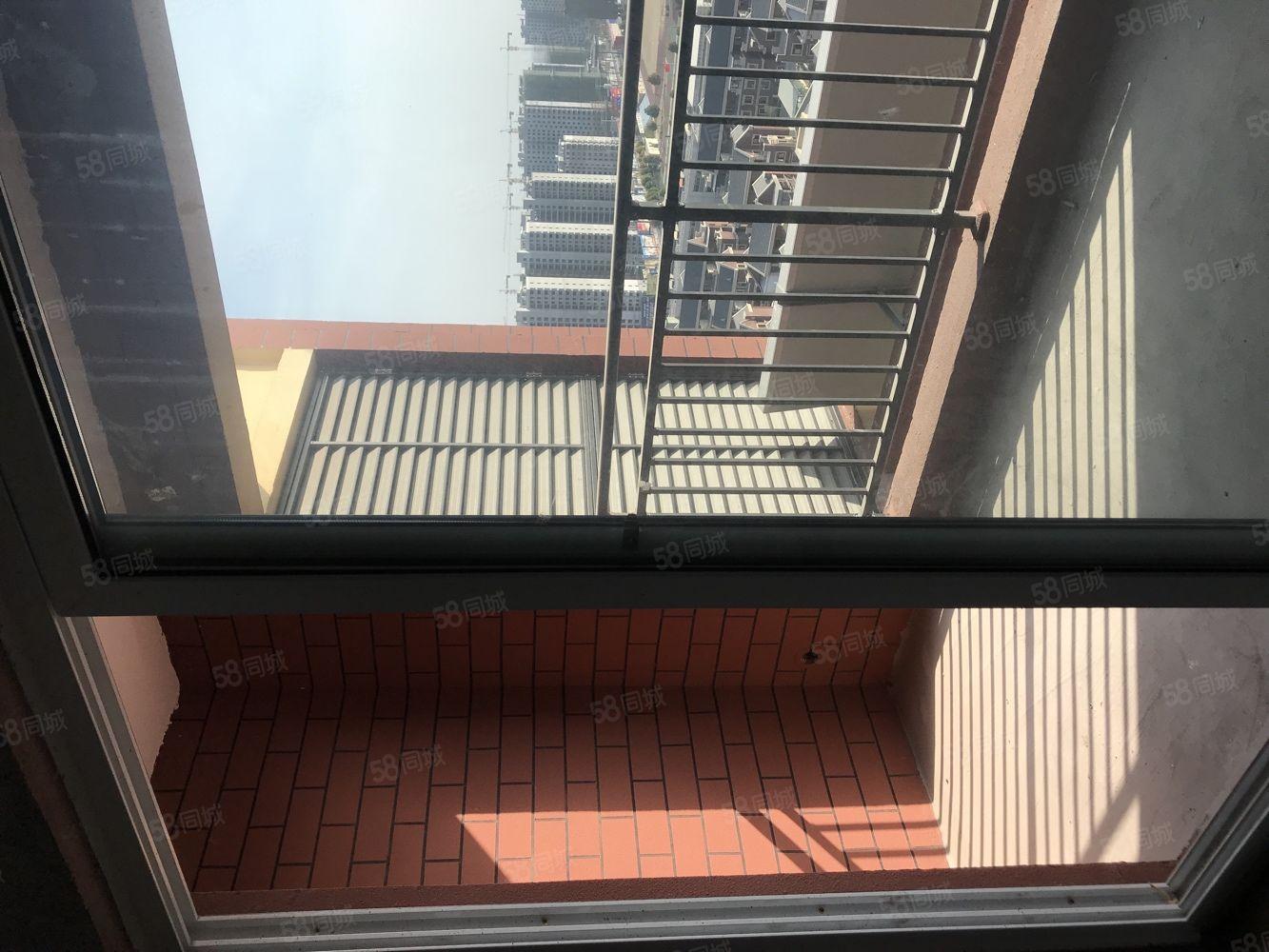 该房为标准学区房,周边名校环伺,小区环境及其优美