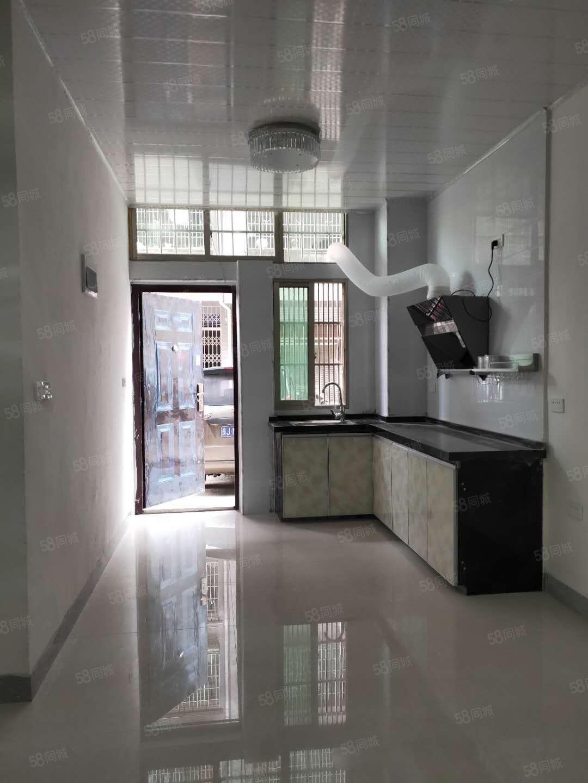 出租龙里铁龙路老一中对面全新装修1室1卫家具齐全租金800元