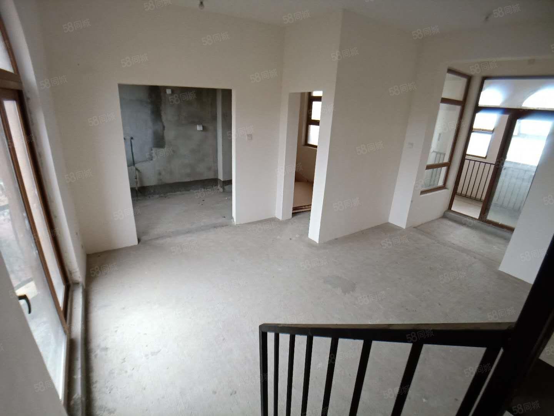 享受万达配套叠拼别墅带花园带平台实得400平连地三层带电梯