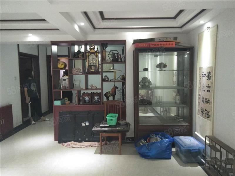 紧邻万达,华侨城一期多层一楼复式房,精装修,接手能住单价低