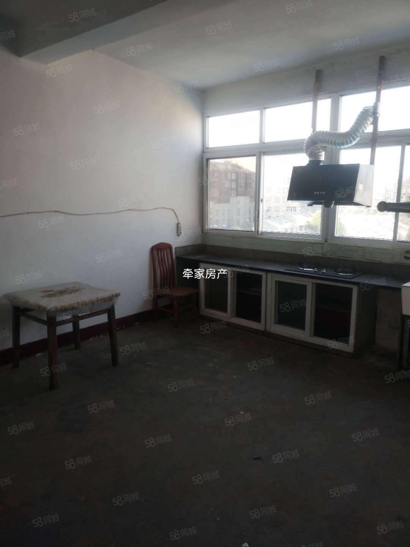 急租夢園小區附近三樓2室一廳簡裝家具家電幾乎齊全