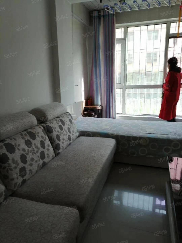 颐景苑一楼,一室一厅,要价26.5万。