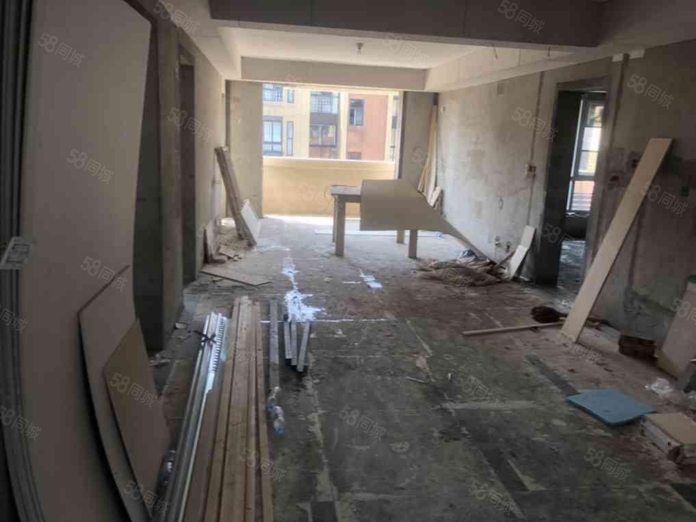 急急急联盟新城多层电梯洋房4室2厅2卫有证可以按揭