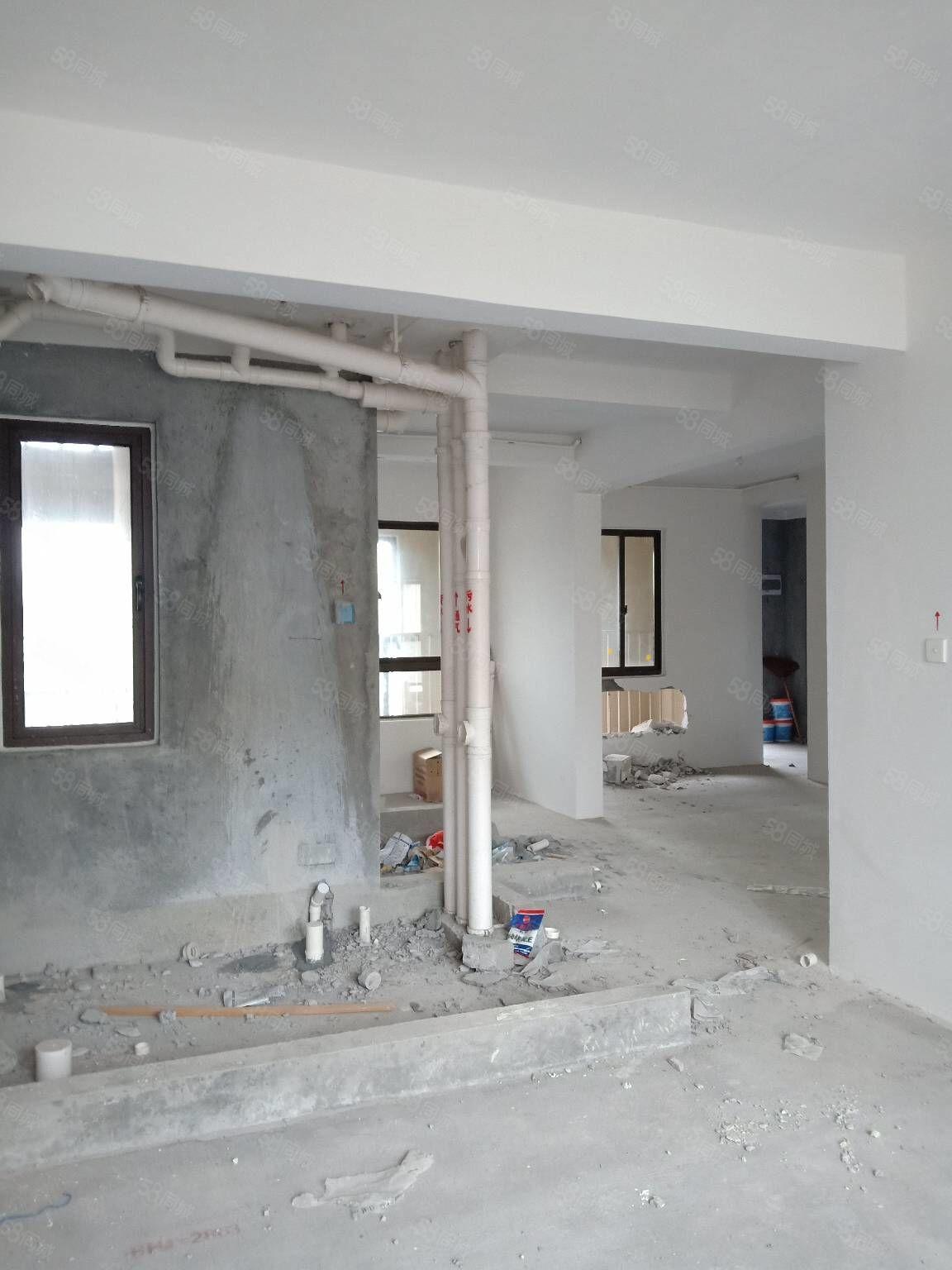 华鸿毛坯房出售,三室两厅两卫双阳台,前后通透,看房随时有钥匙