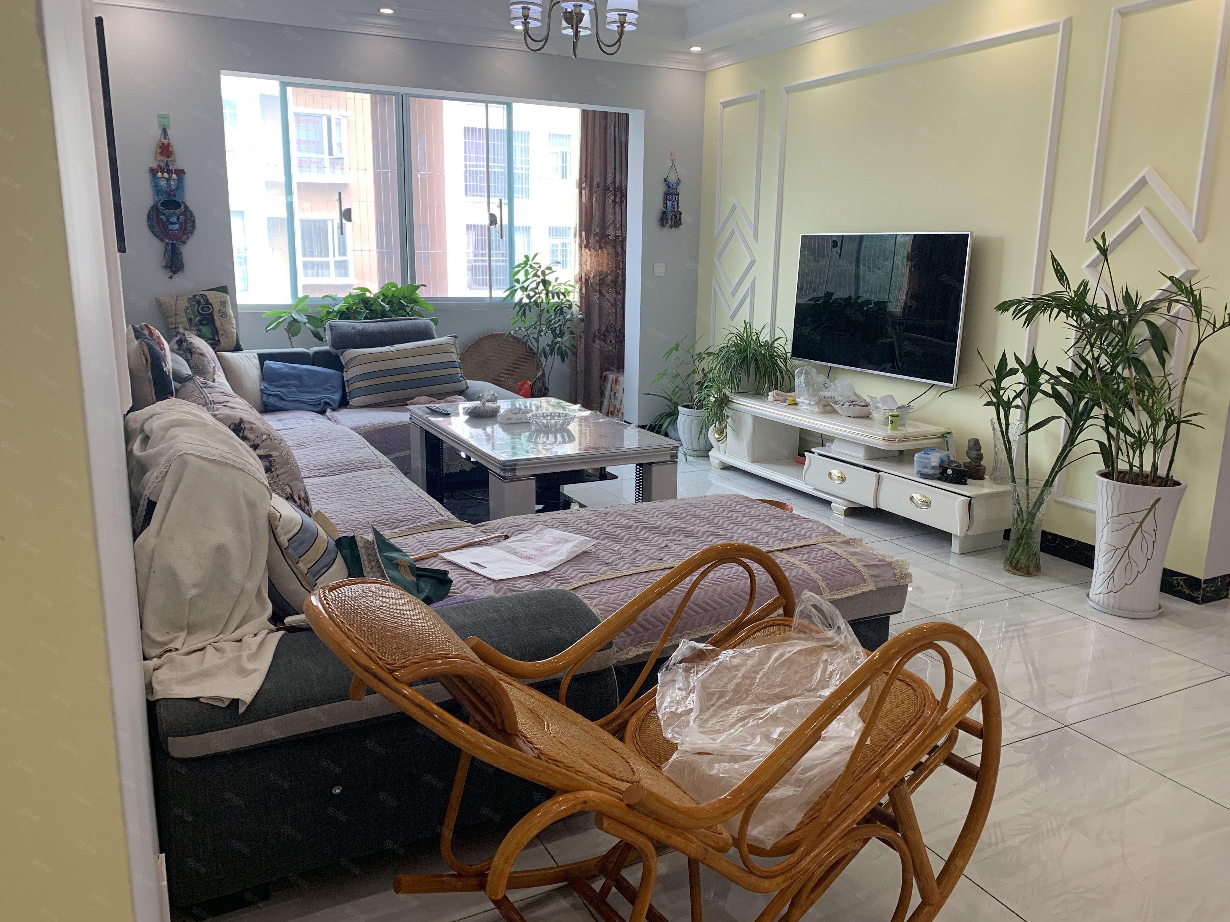 香檳花園精裝修帶家具家電支持貸款領包入住干凈整潔