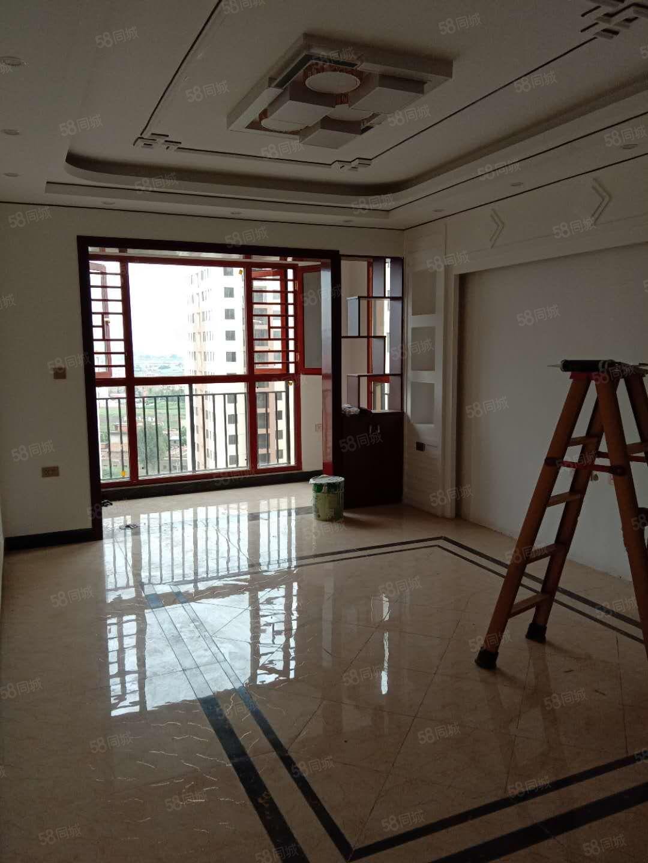 彩云小區精裝修(從未入住)3室2廳2衛戶型方正客廳朝南