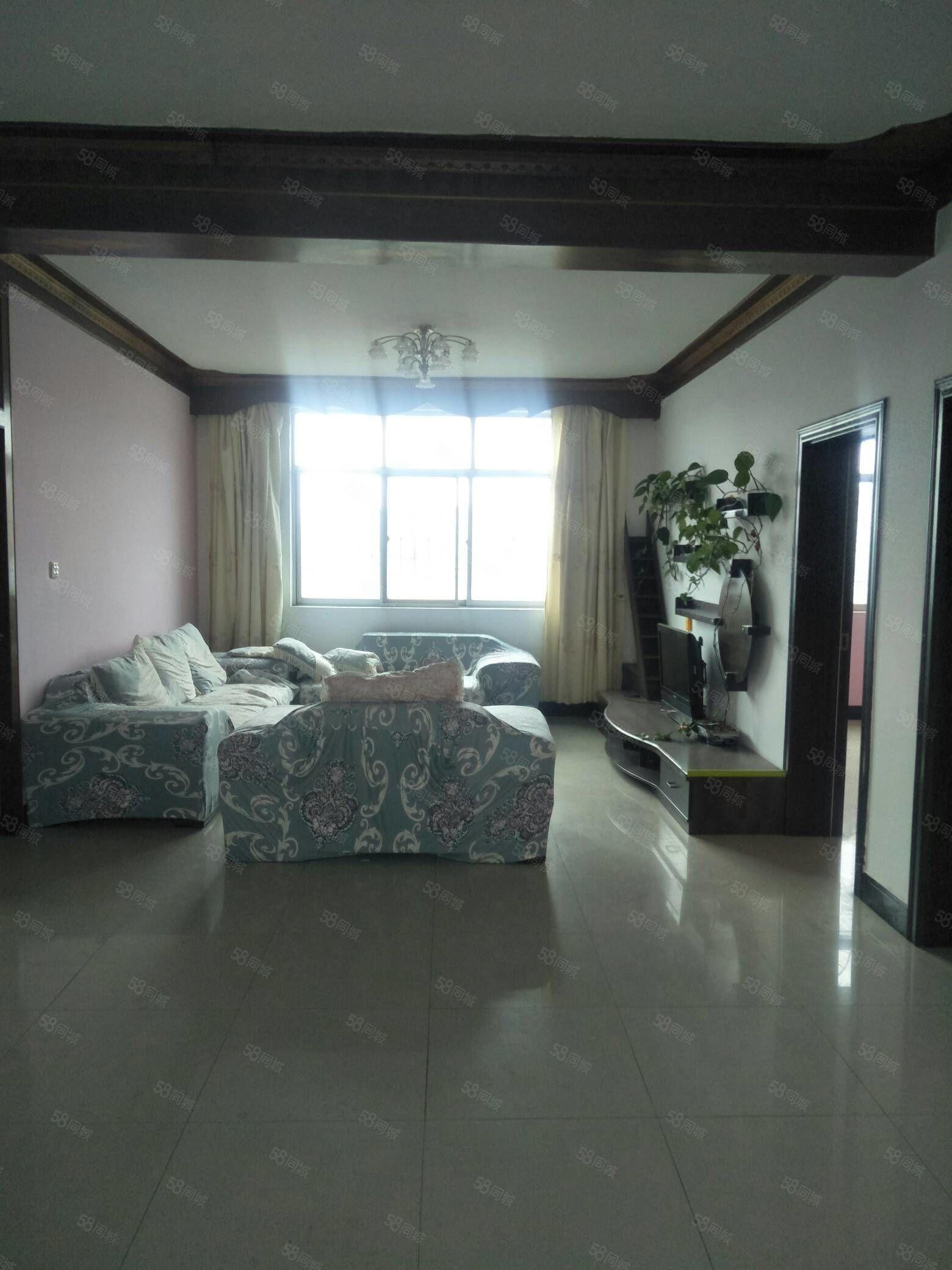 首付18万,四小隔壁,带阳台,3室2厅1卫,证齐可贷款带家具