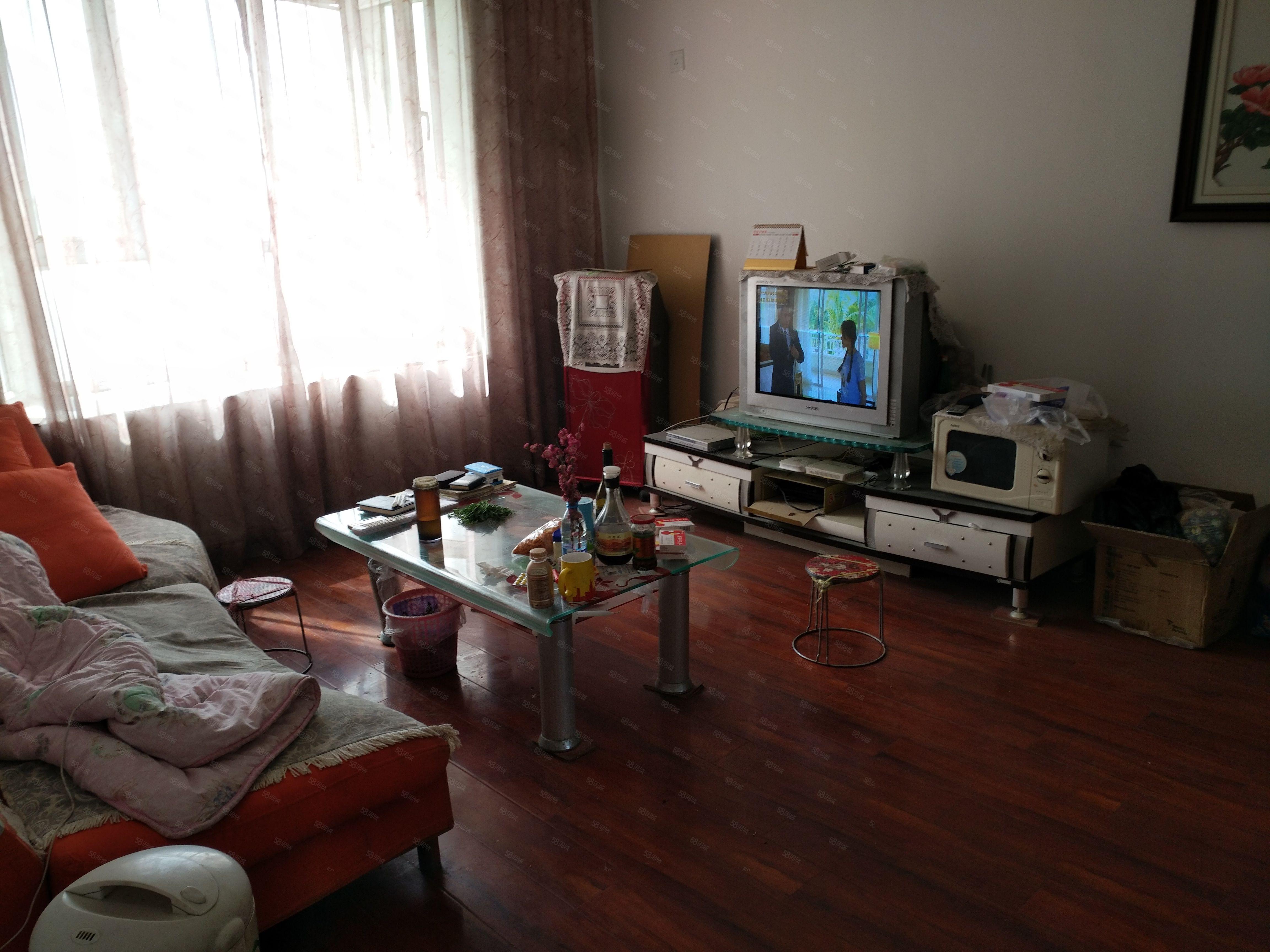 文博苑3樓兩室一廳簡裝家具家電齊全拎包入住,6月底可入住