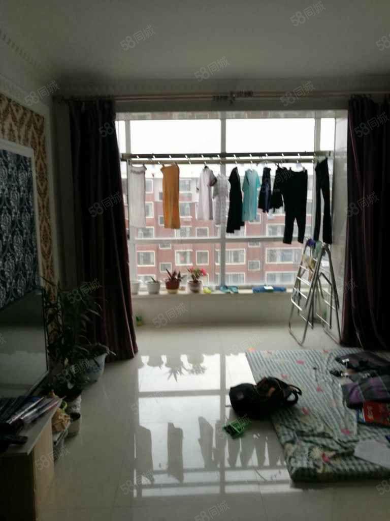 附小两室一厅精装修拎包入住