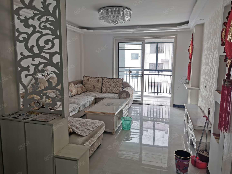 君临天下4楼步梯精装2室年租14000沙发床空调