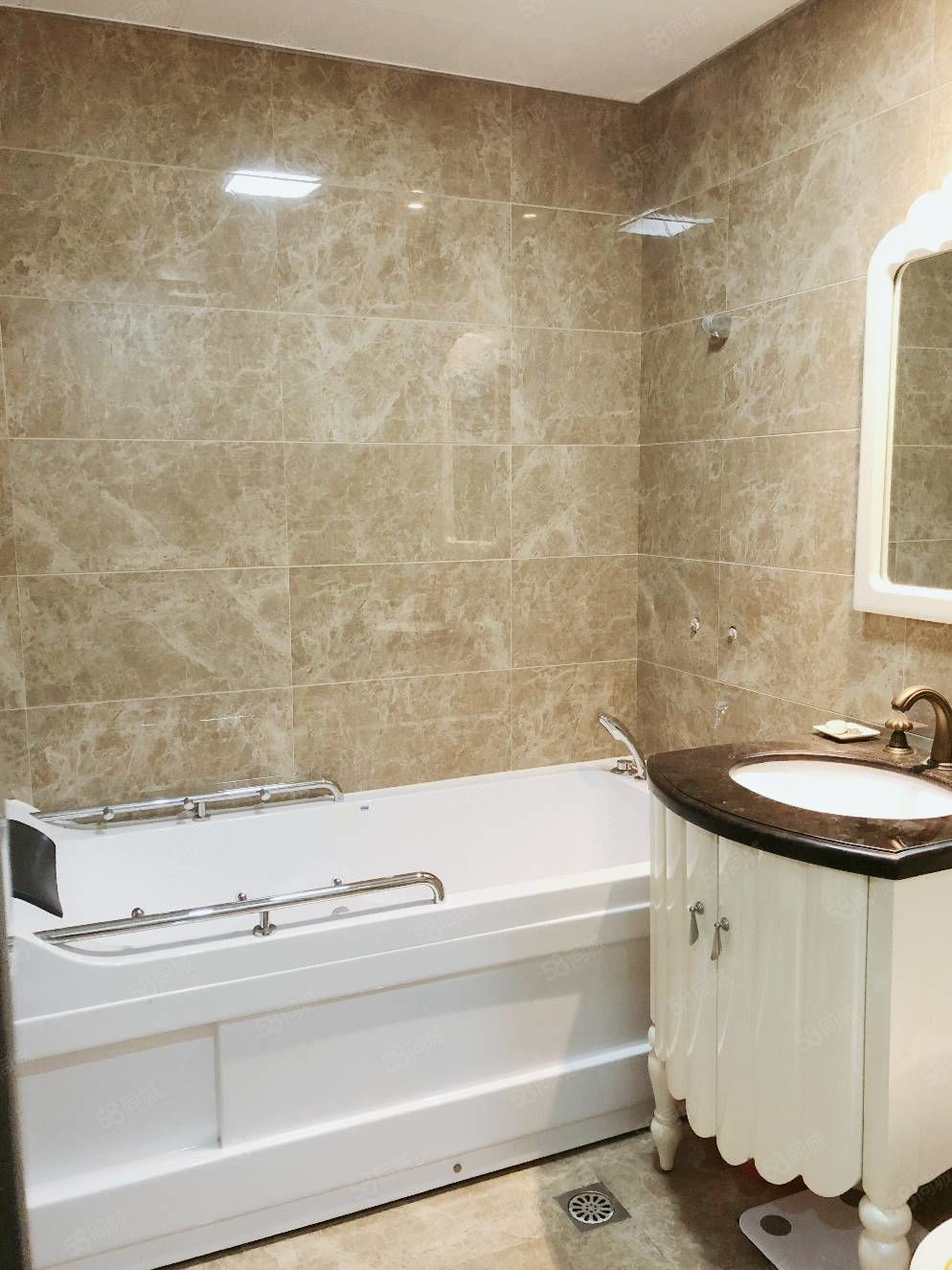 新报绿城玉兰花园141平方豪华装修位置楼层佳房东置换房子