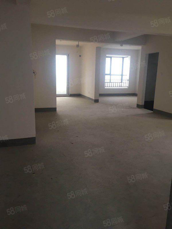 華新御園142平毛坯,南北通透戶型,室內陽光明媚。