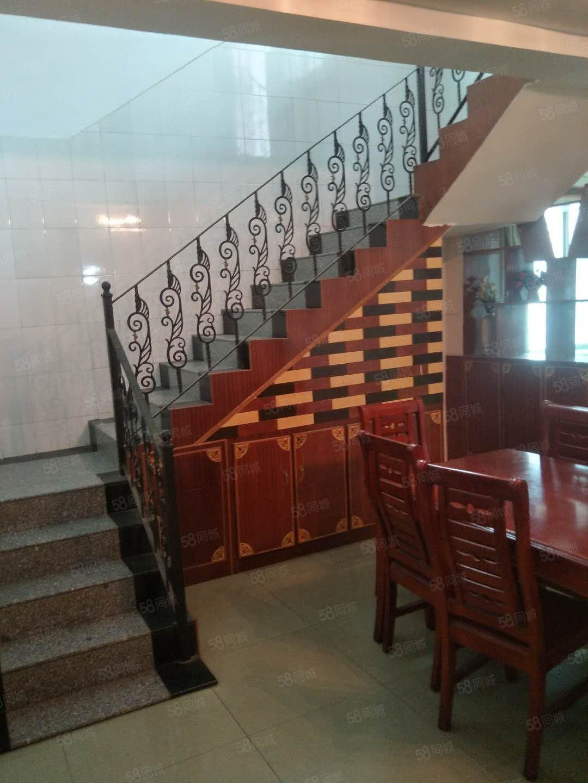 水果市场交通局旁边复式楼3楼4室设备齐全1800元出租