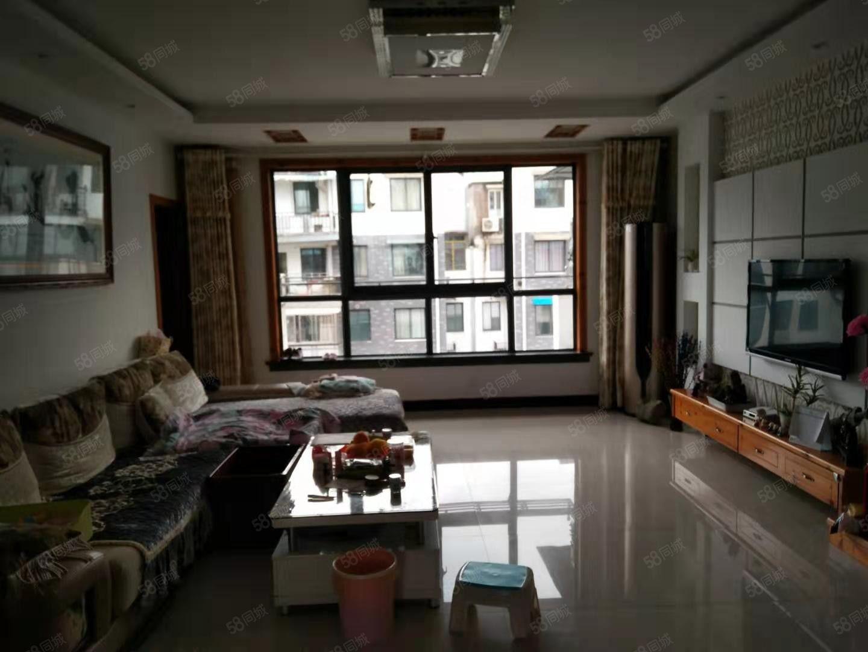 阳光充足、视野开阔、带家具家电及13.6平方米储藏室一起出售