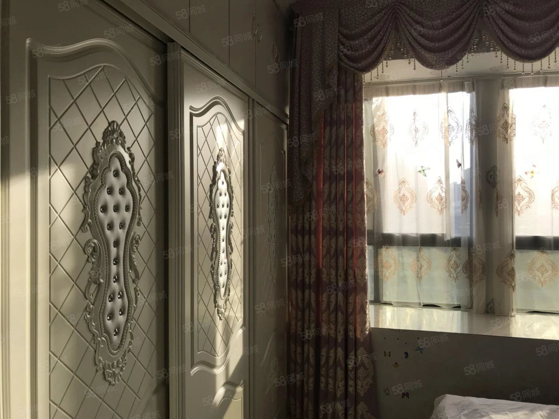 香榭华庭公寓一室一厅豪华装修家具家电齐全拎包入住