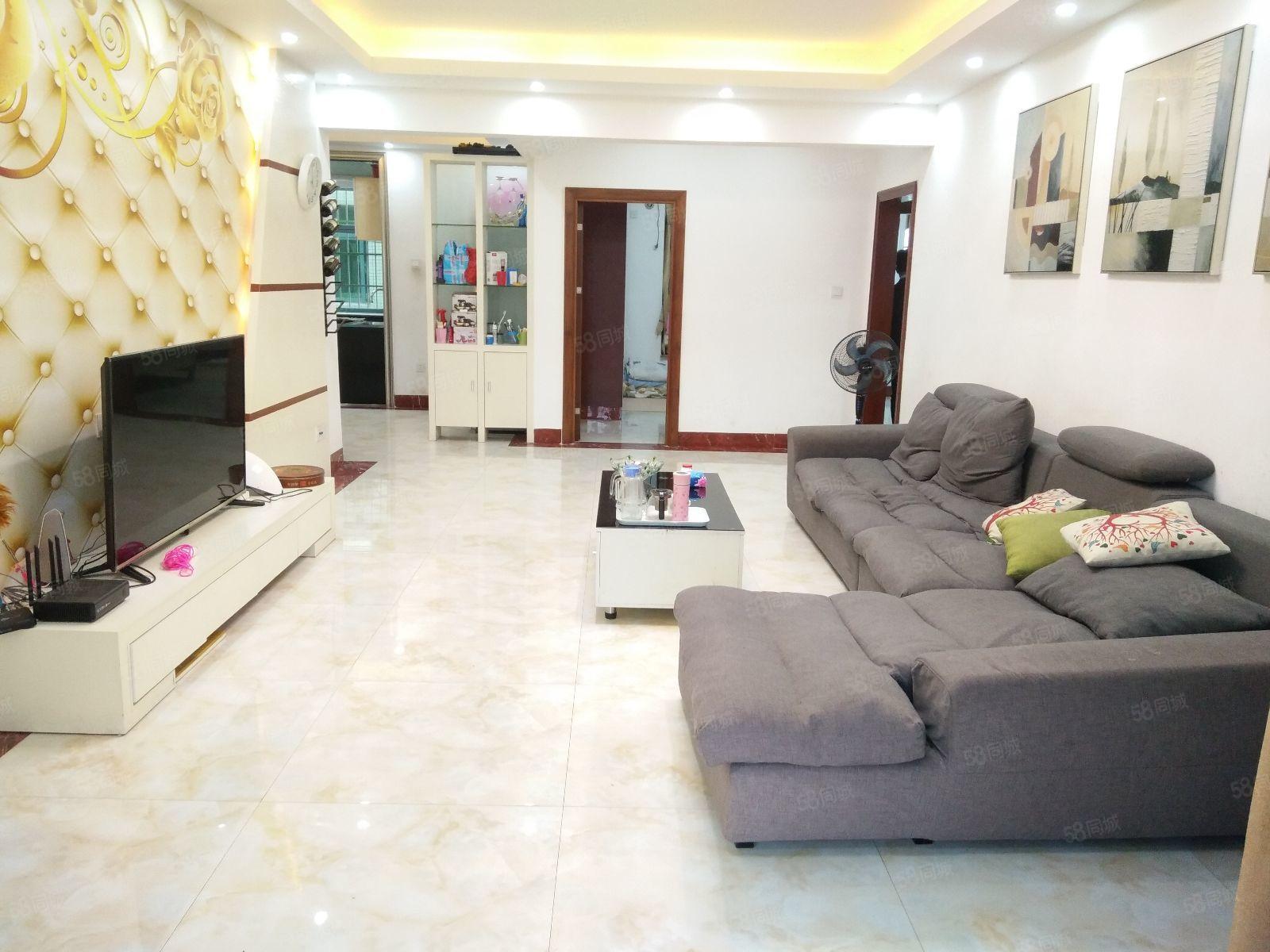 中南名苑108万4室2厅精装修出售,房主急售。