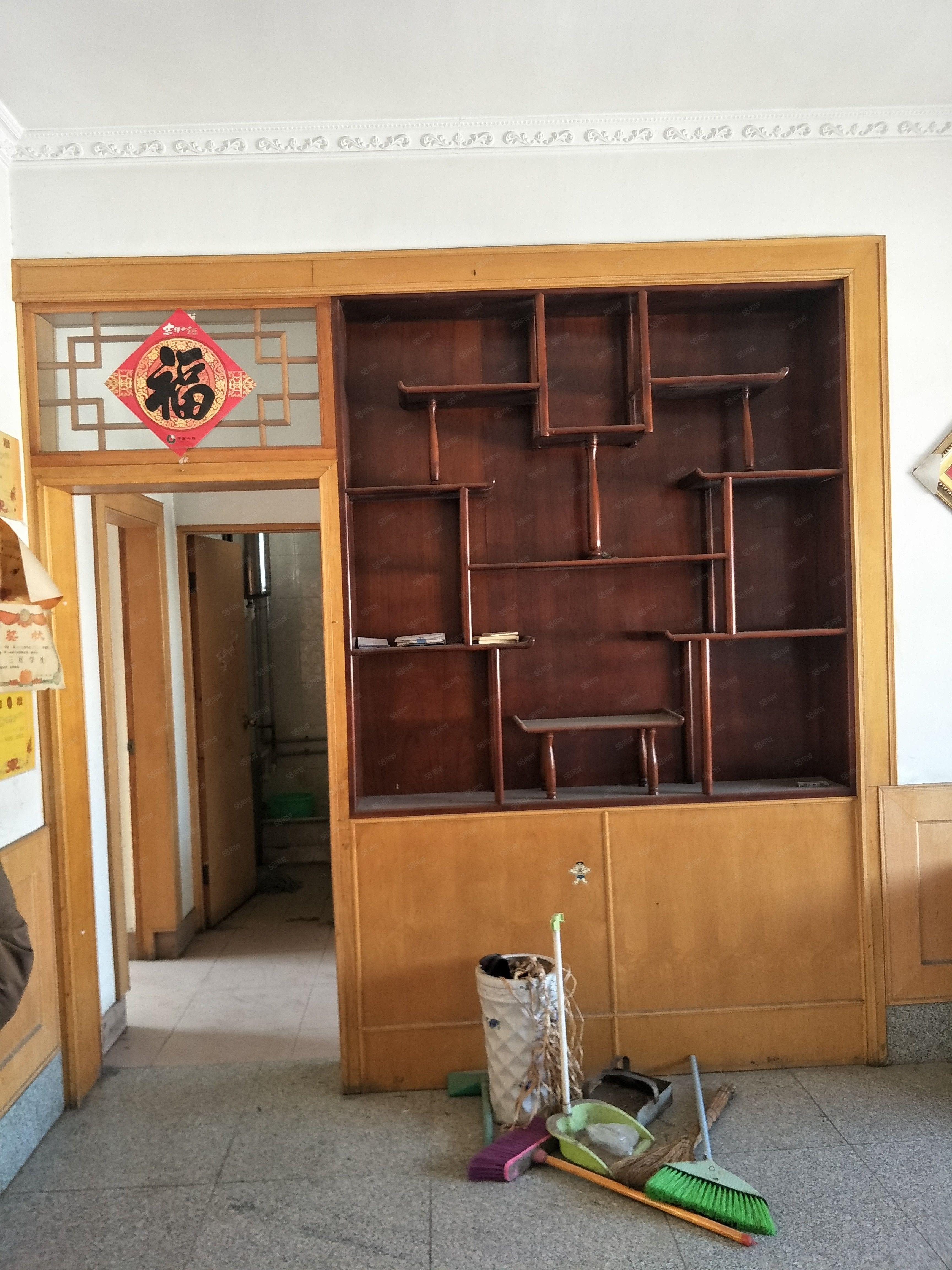 房子位于利津县县宾馆院内二楼简装修带储藏室