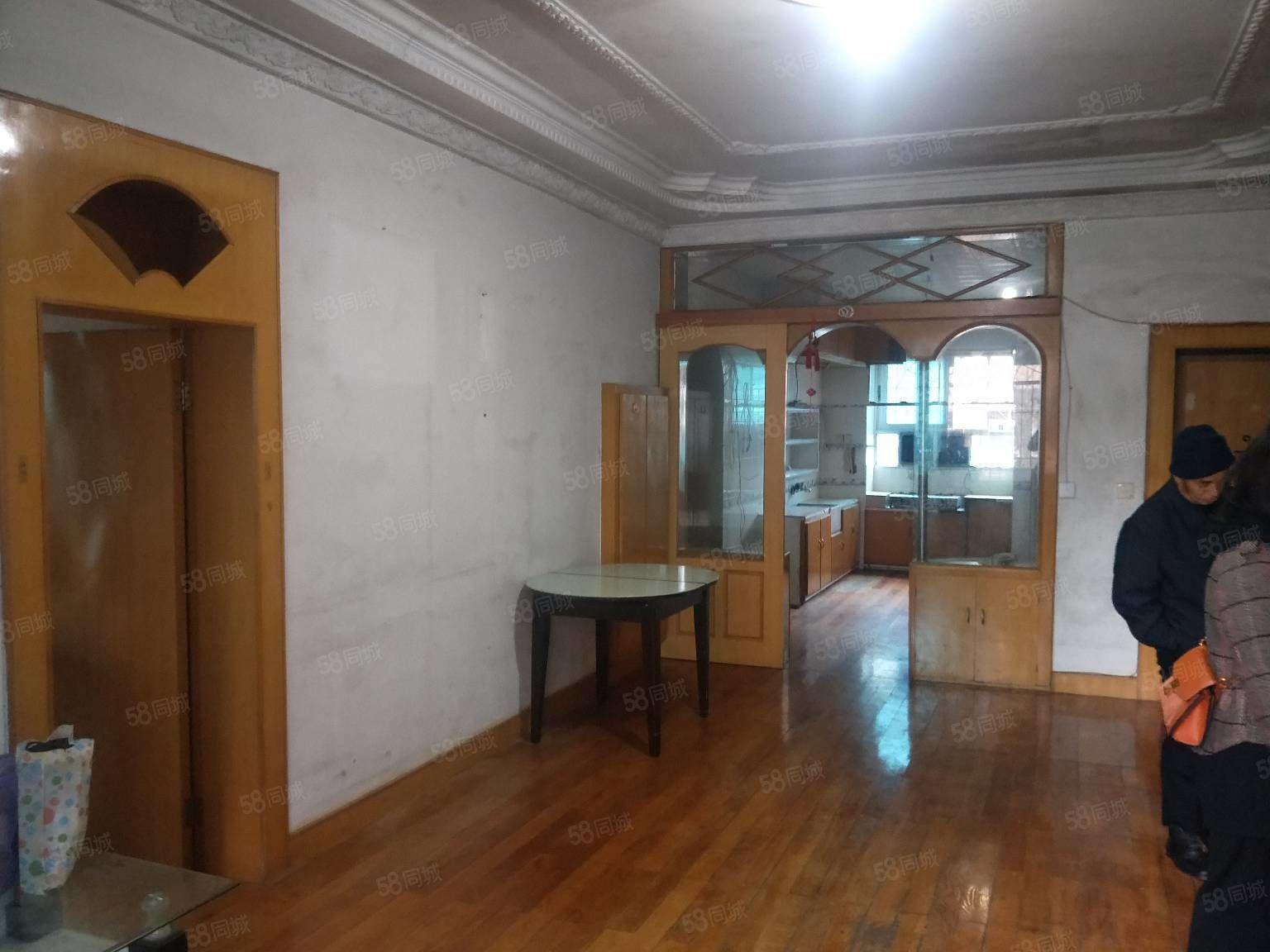 振华国际旁8小学岖房115平3室2厅1卫简单装修