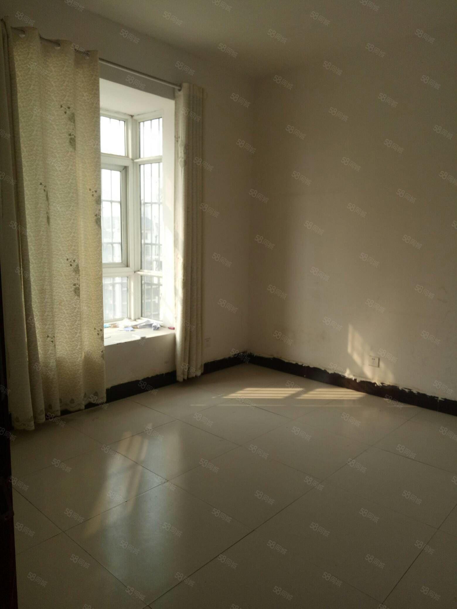 天润上层2室简装,干净卫生,看房方便!