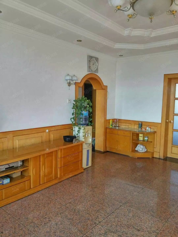 财政局家属院,三居室,干净整齐