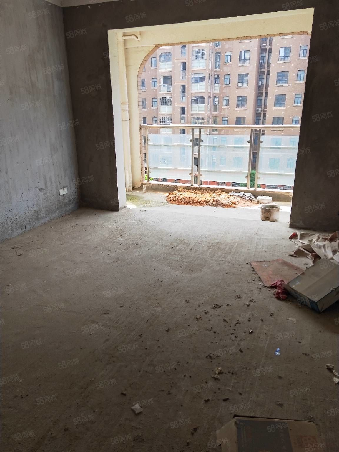 二中隔壁電梯房景觀房!前后無遮擋!陽光滿屋!隨時看房!誠心賣