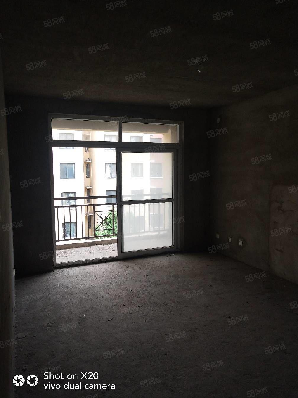 天鹅湖3室2厅1卫毛坯南北通透带内置阁楼