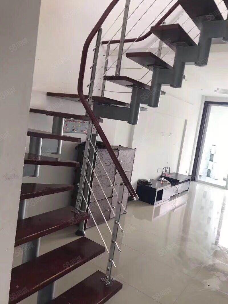 水悦花园6楼顶复140平中档装修带阁楼汽车库88万