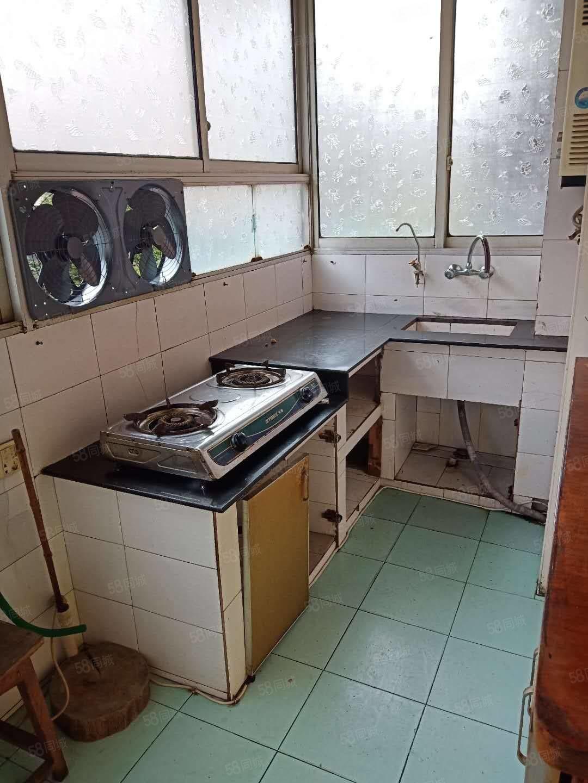 佳宴小區,簡裝兩室,家具家電全齊,戶型正氣,位置中心