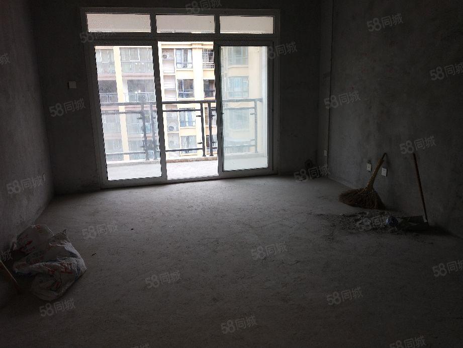 中铁馨苑小户型三室两厅两卫清水现房证满2年可按揭