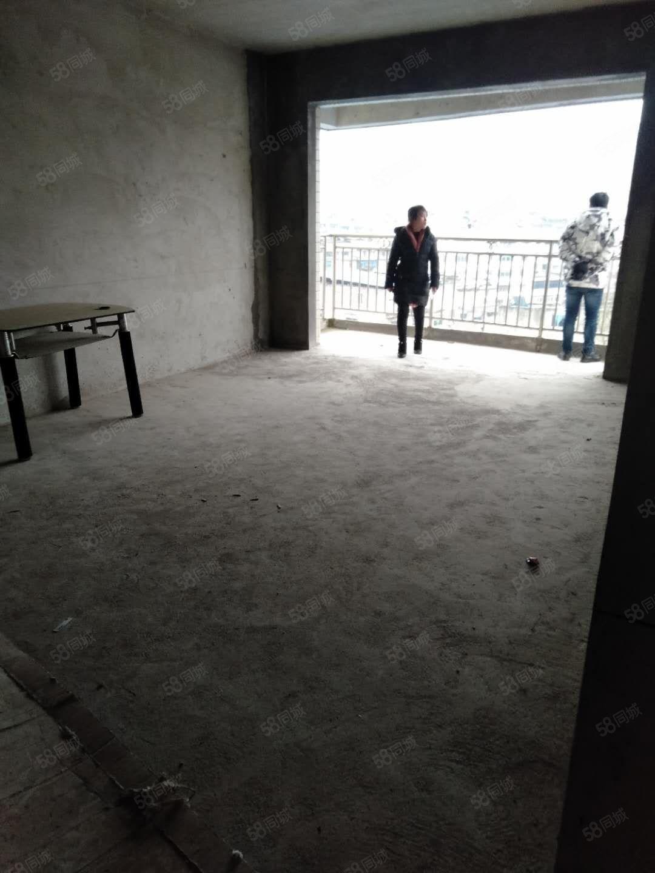富丽半岛步梯毛坯4楼房屋出售。可按揭