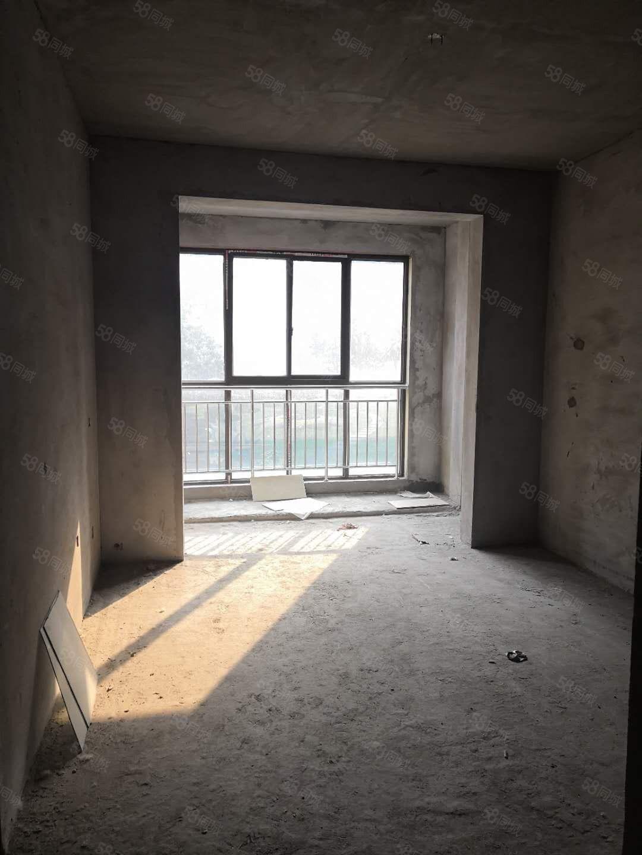 远大理想城一楼小三室