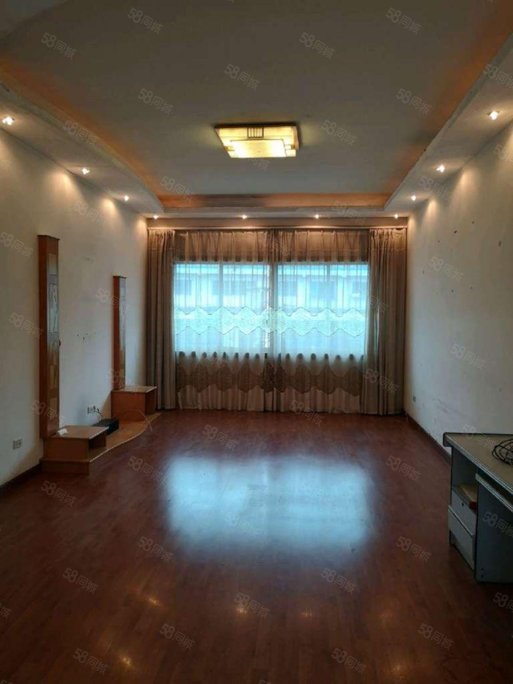 车城交警队对面步梯6楼简单装修单价3700三室两厅两卫急售!