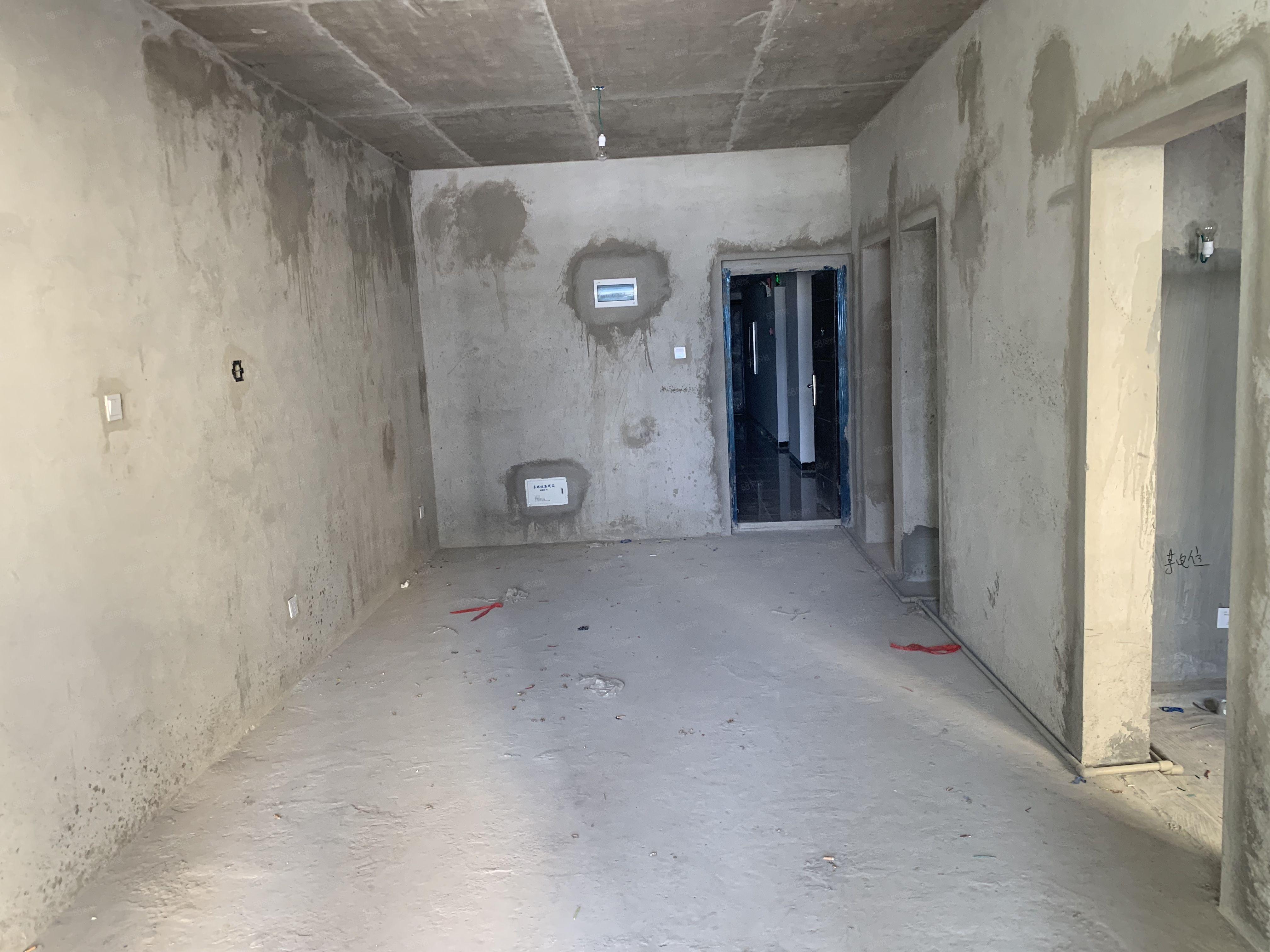 南湖旁天德中心14樓毛坯兩室帶電梯視野開闊一次性付