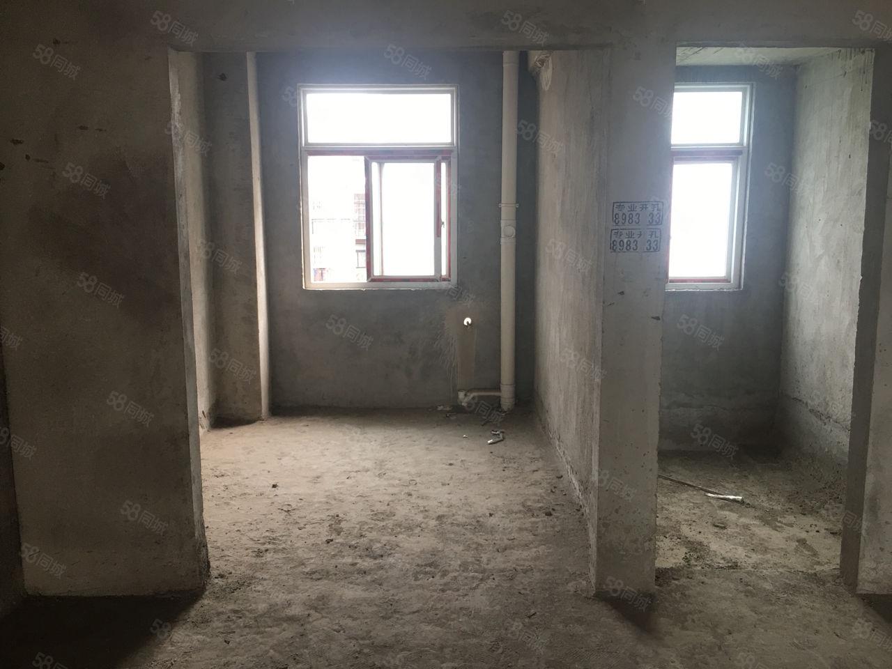 遺愛湖畔,電梯中層三室,南北通透,滿2過戶費低。房東降價5萬