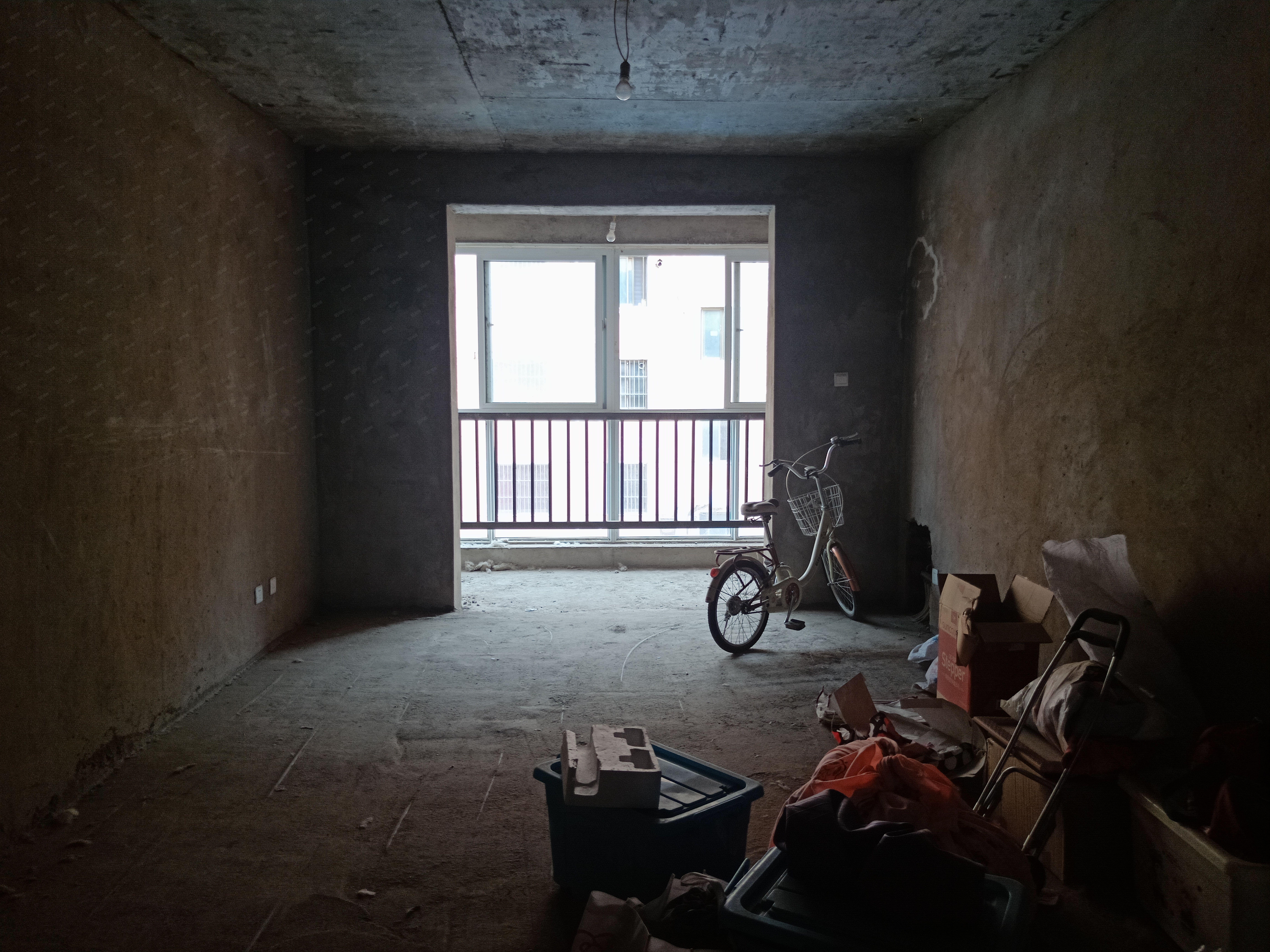 金水岸驸马沟附近电梯房毛坯三房有证可按揭看房有钥匙