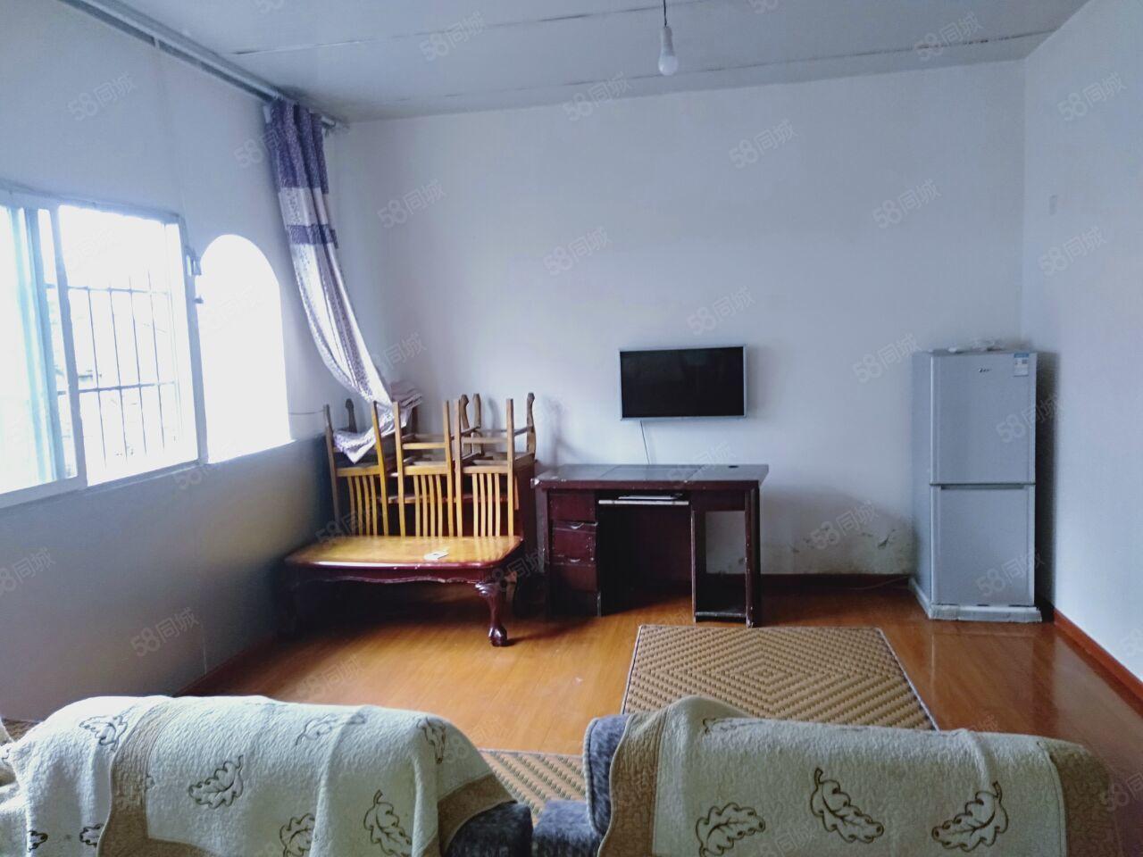 南门口4楼2室2厅1卫家具电器齐全空调2台随时入住