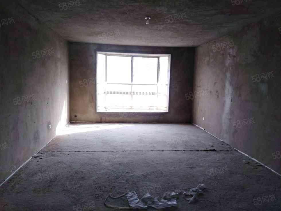 公务员A区四房毛坯随意装修南北通透随时可以看房