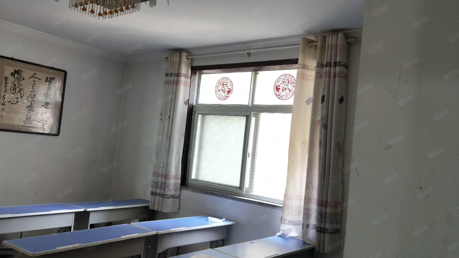 緊鄰三實小九中兩所學校,上下學不用接送,三室兩廳95平白菜價