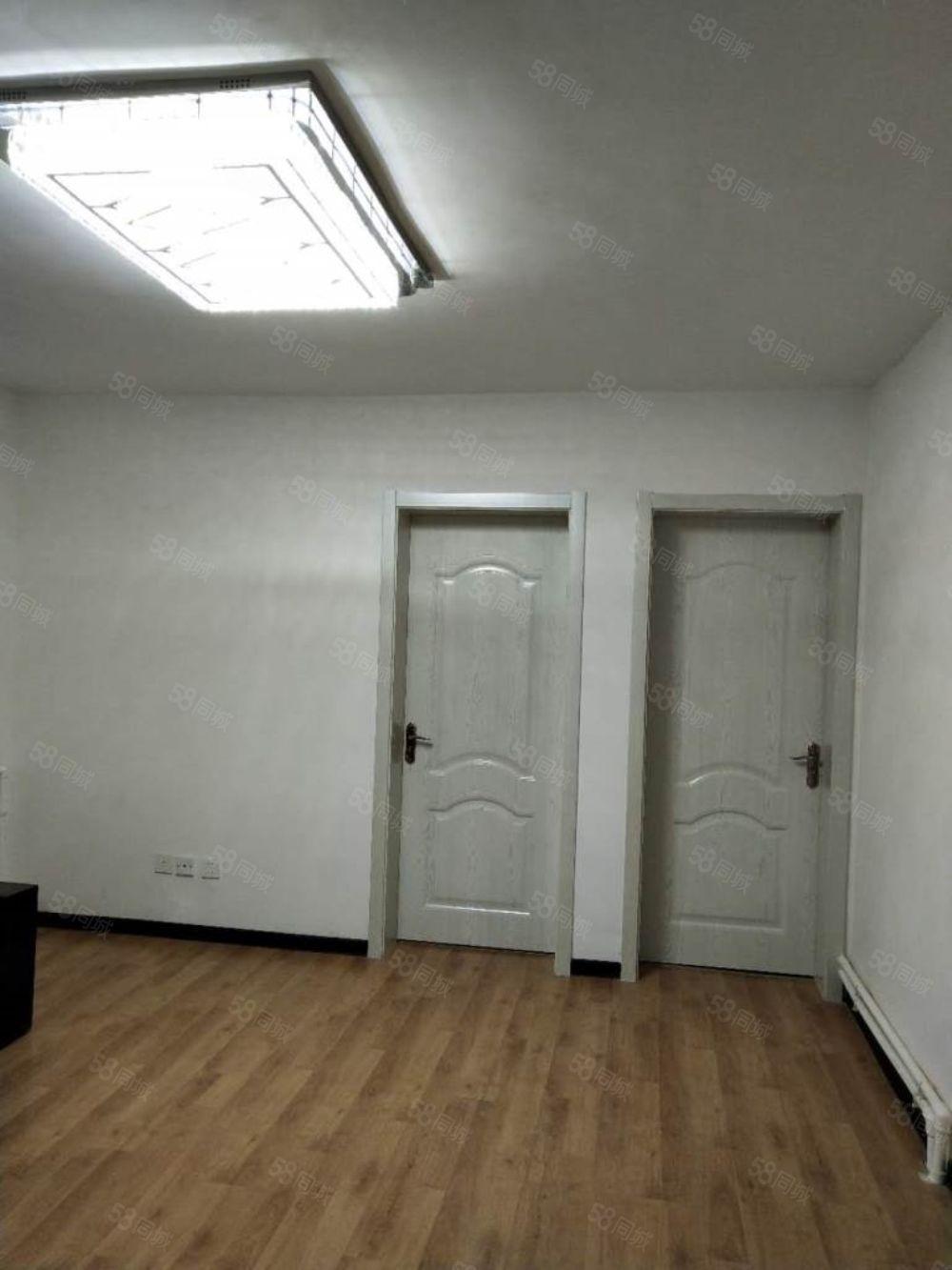 开发小区三室一厅东西齐全拎包入住年租一万一包取暖物业
