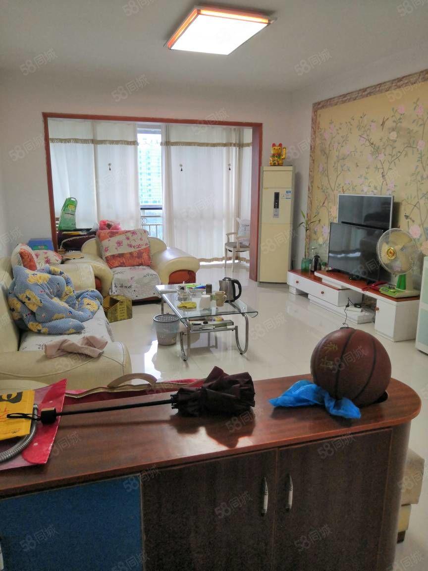鑫巍花园装修房急卖三室两厅一厨一卫95平米