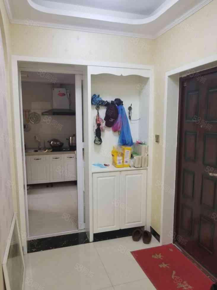 万达熙龙湾精装小三房,中央空调,首付仅需19万。满2年